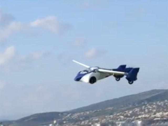 El auto volador es probado con éxito en Viena. Foto Especial
