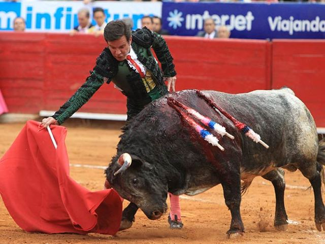 Guillermo Capetillo sufrió con sus dos toros de la tarde