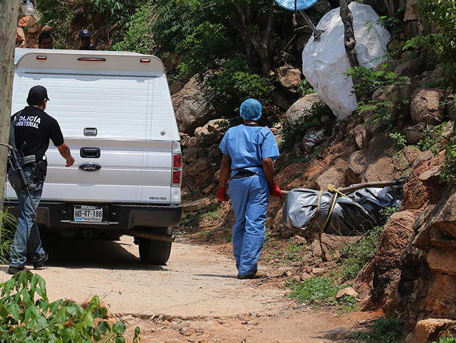 La Fiscalía General de Guerrero informó que a las 03:30 horas del día 24 de junio del año 2015, fueron localizados cuatro cuerpos