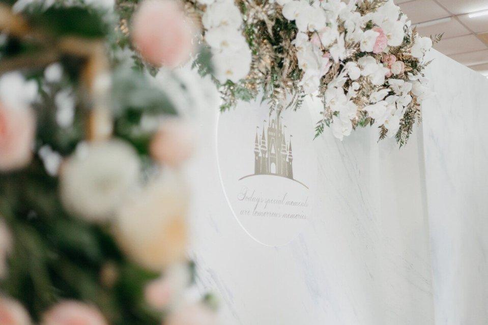 鮮花佈置柔美靈動,許多賓客在婚禮後都想把花材帶回家。(Photo by 圓周婚攝)