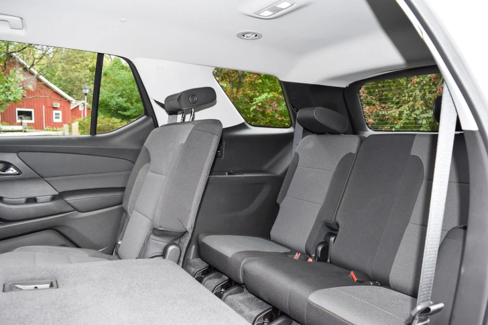 medium resolution of i d recommend foregoing the second row bench seat in favor of this seating option as it allows easier access to the third row and just increases the