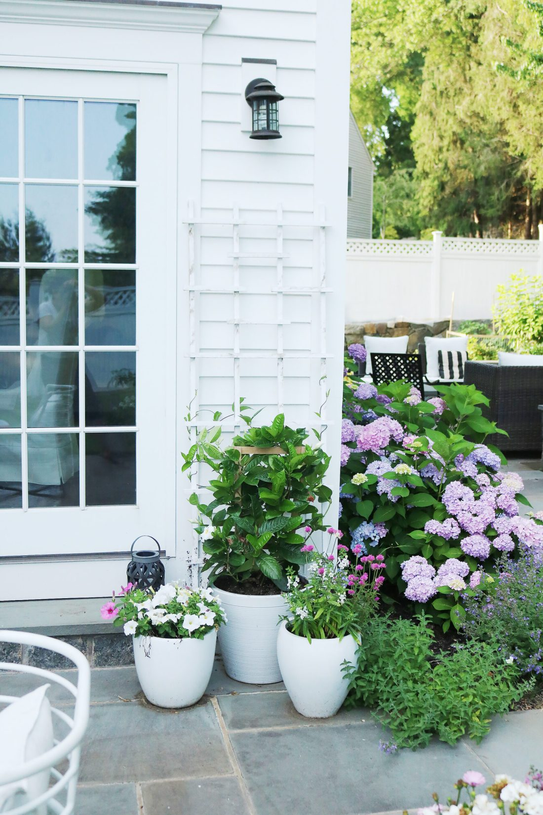 Making the best of your outdoor space with these last minute tips for outdoor living || Darling Darleen Top CT Lifestyle Blogger #outdoorliving #outdoorfurniture