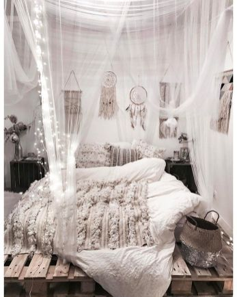 Comfy Boho Chic Style Bedroom Design Ideas 19
