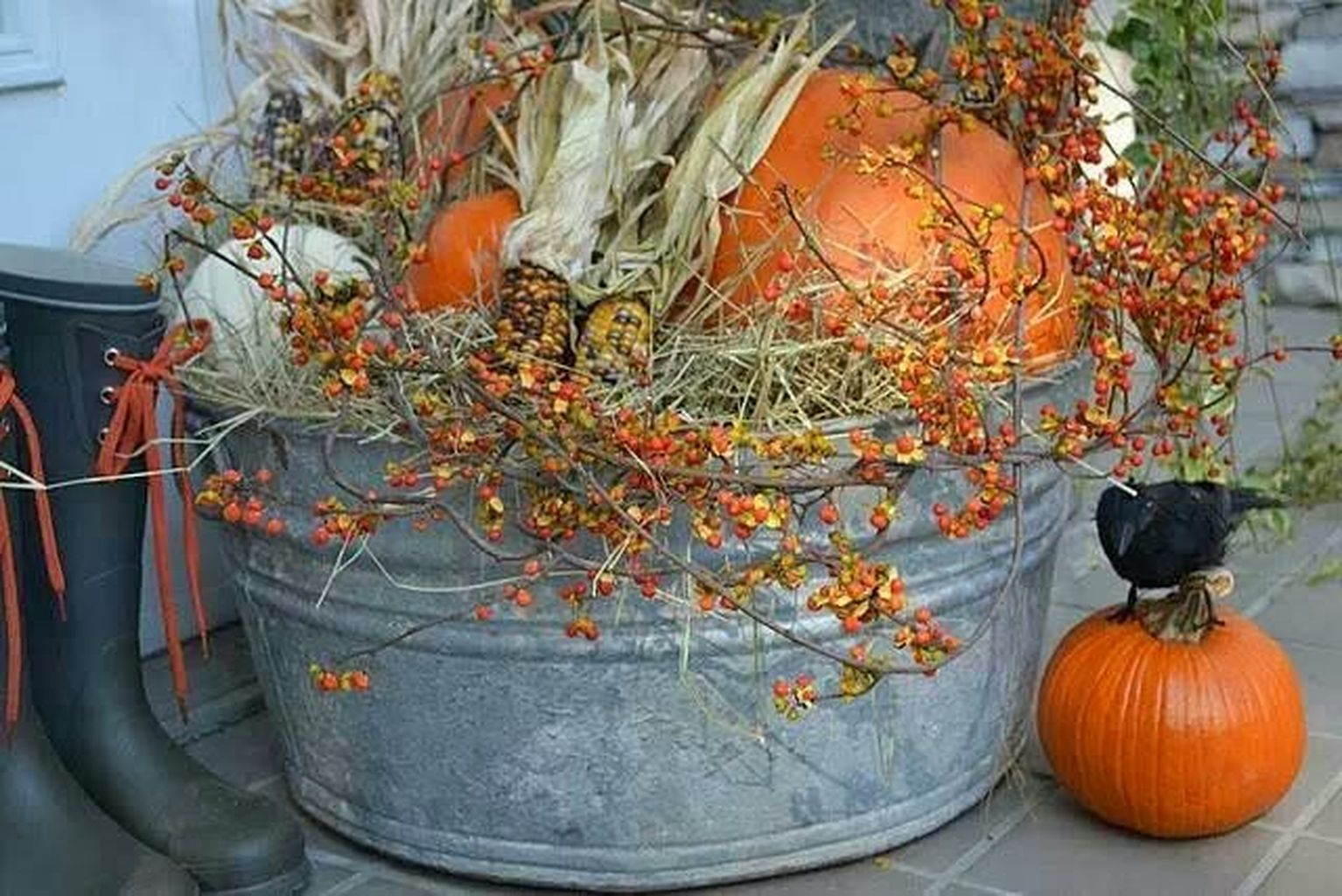 Easy But Inspiring Outdoor Fall Decoration Ideas 29