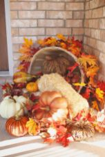 Easy But Inspiring Outdoor Fall Decoration Ideas 32