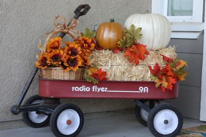 Easy But Inspiring Outdoor Fall Decoration Ideas 59