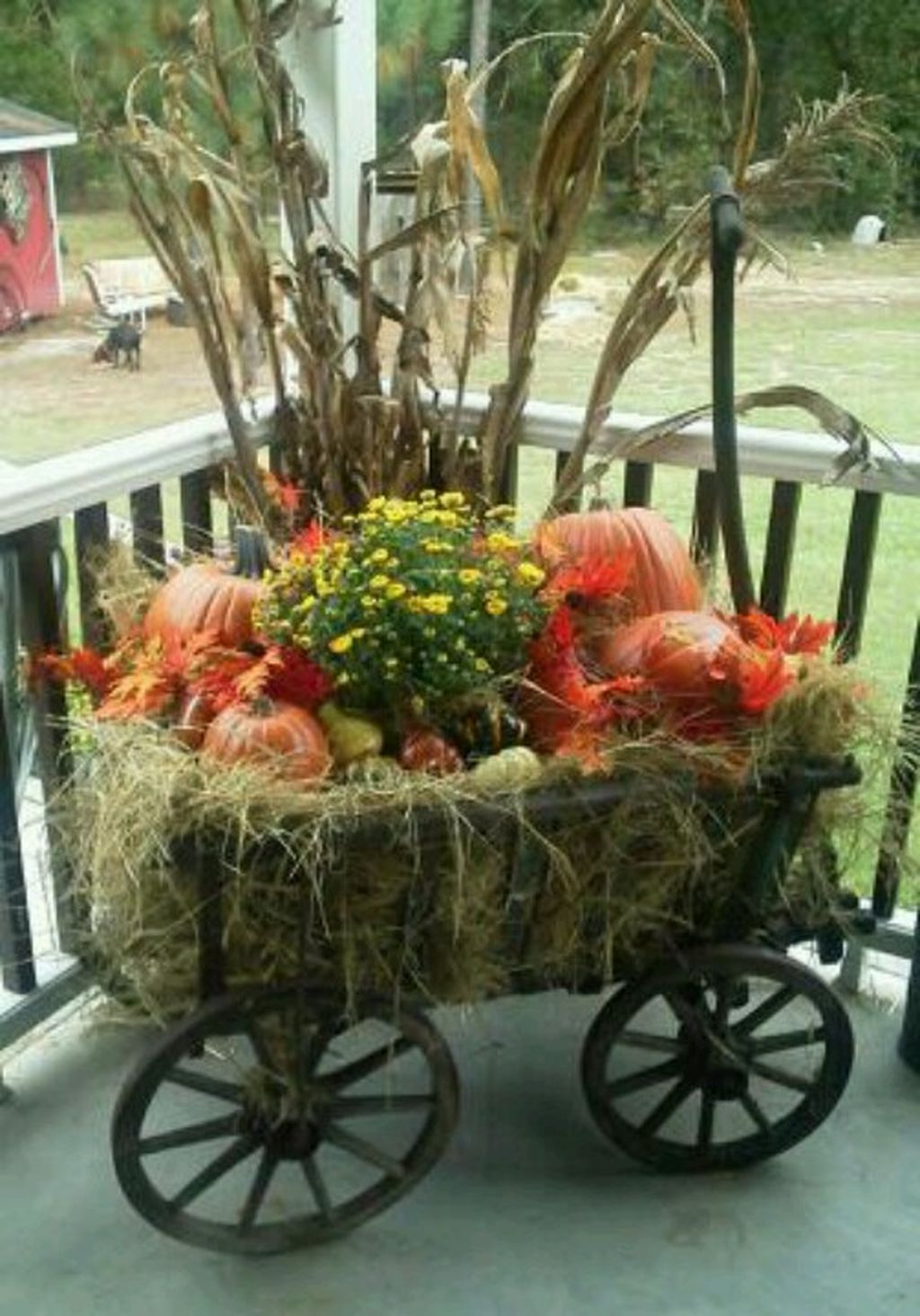 Easy But Inspiring Outdoor Fall Decoration Ideas 78