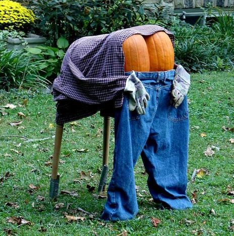 Scary Front Yard Halloween Decoration Ideas 22