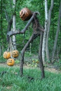 Scary Front Yard Halloween Decoration Ideas 25