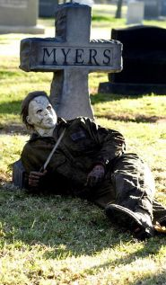 Scary Front Yard Halloween Decoration Ideas 29