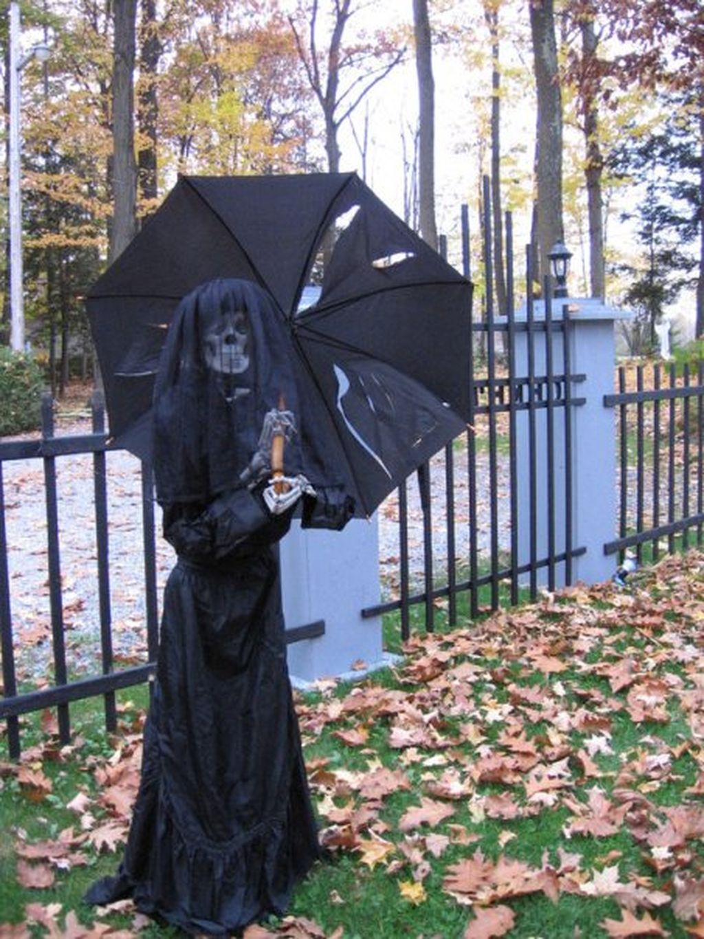 Scary Front Yard Halloween Decoration Ideas 57