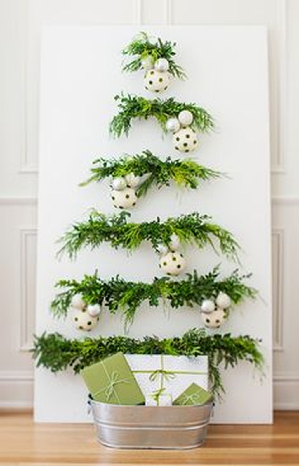 Space Saving Christmas Tree Ideas Suitable For Small Rooms 02