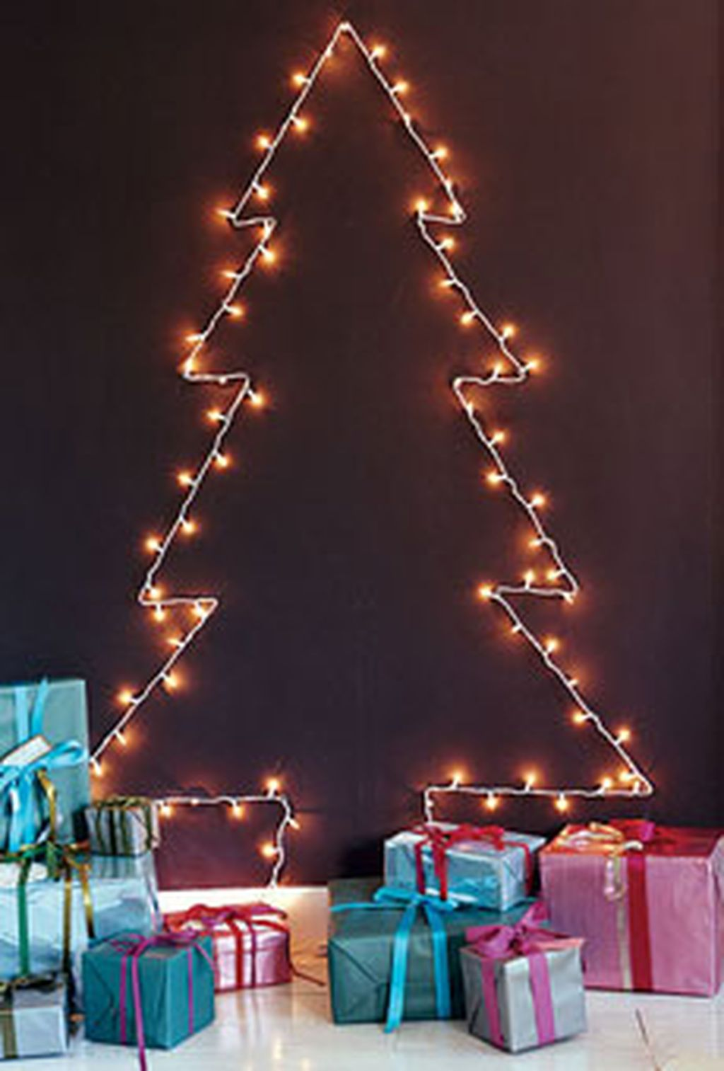 Space Saving Christmas Tree Ideas Suitable For Small Rooms 03