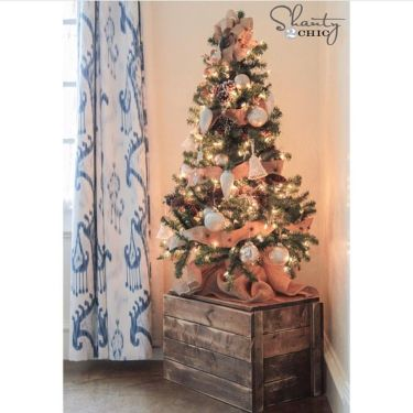 Space Saving Christmas Tree Ideas Suitable For Small Rooms 05