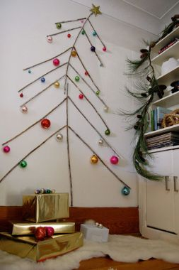 Space Saving Christmas Tree Ideas Suitable For Small Rooms 33