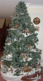 Space Saving Christmas Tree Ideas Suitable For Small Rooms 38