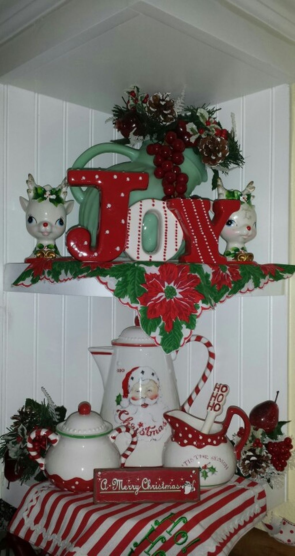 Beautiful Red Themed Kitchen Design Ideas For Christmas 16