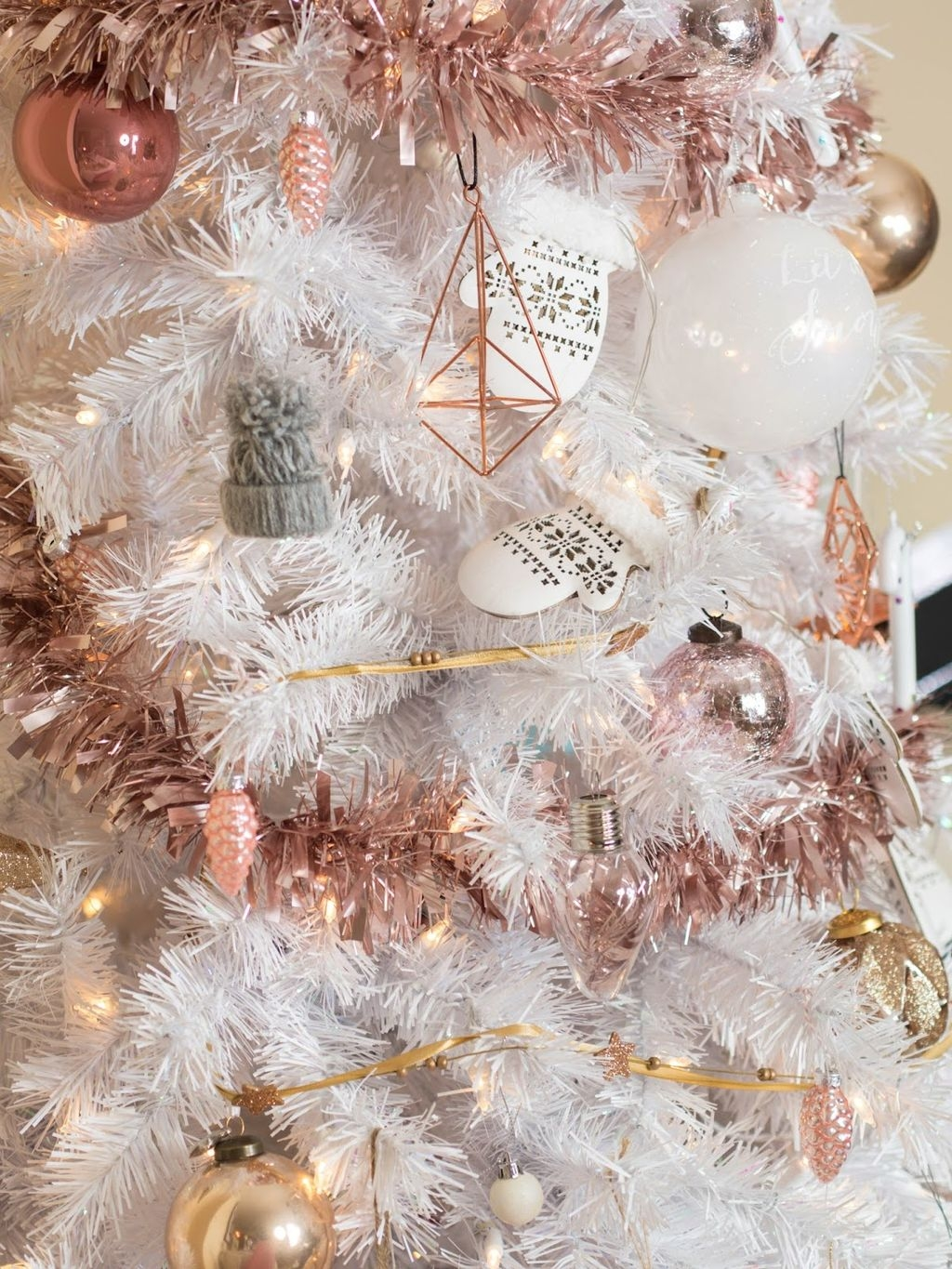 Cute And Adorable Pink Christmas Tree Decoration Ideas 13