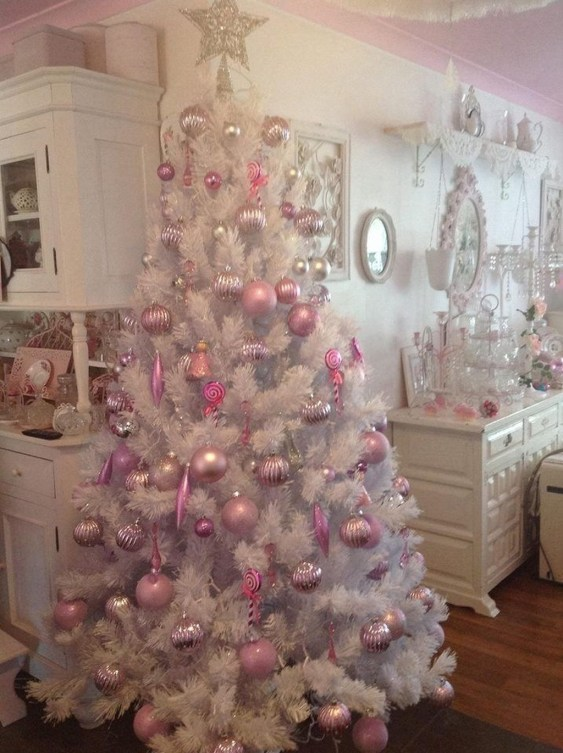 Cute And Adorable Pink Christmas Tree Decoration Ideas 34