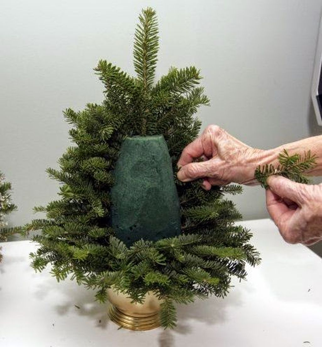 Easy And Creative DIY Christmas Tree Design Ideas You Can Try As Alternatives 74