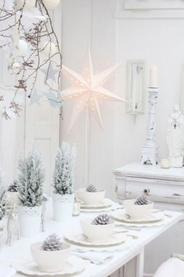 Elegant White Vintage Christmas Decoration Ideas 18