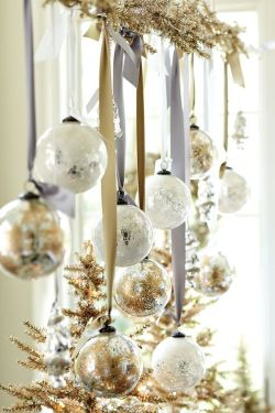 Elegant White Vintage Christmas Decoration Ideas 62