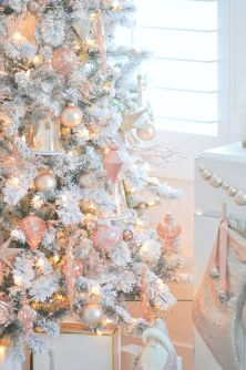 Elegant White Vintage Christmas Decoration Ideas 74