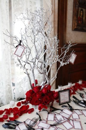 Elegant And Beautiful Tabletop Christmas Tree Centerpieces Ideas 26