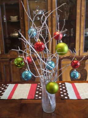 Elegant And Beautiful Tabletop Christmas Tree Centerpieces Ideas 33