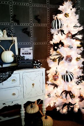 Inspiring Halloween Decoration Ideas For Your Apartment 43