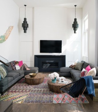 Inspiring Living Room Decoration Ideas With Carpet 27