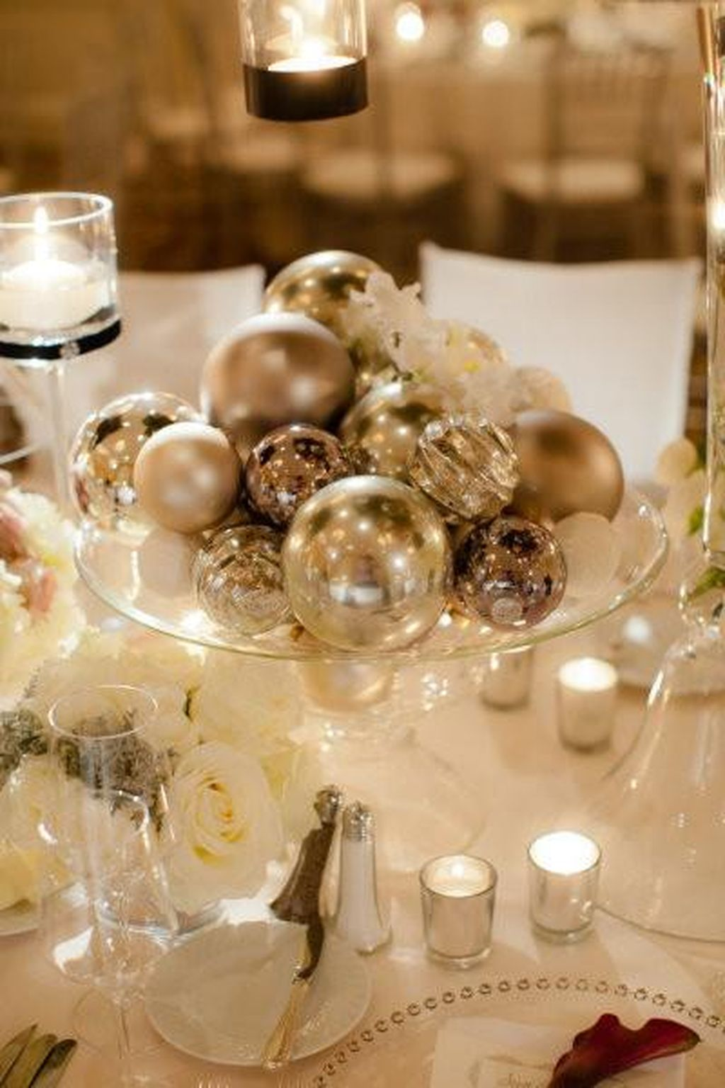 Inspiring Modern Rustic Christmas Centerpieces Ideas With Candles 76