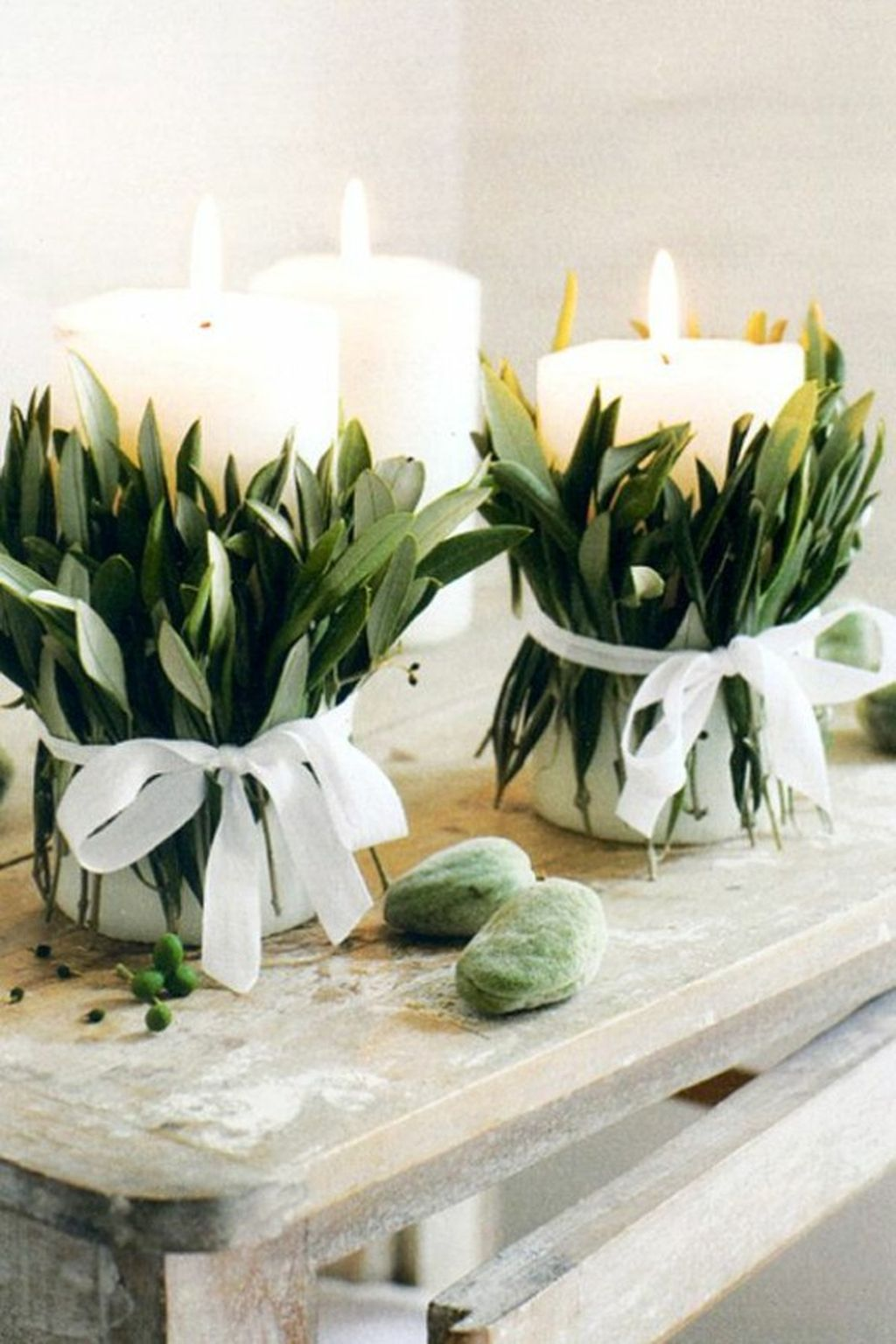 Inspiring Modern Rustic Christmas Centerpieces Ideas With Candles 97