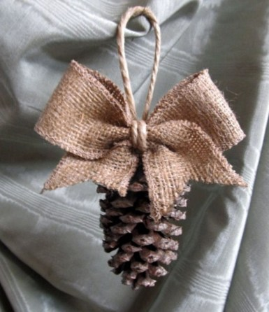 Inspiring Pine Cones Christmas Decoration Ideas 23
