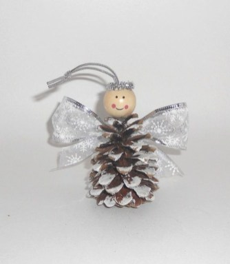 Inspiring Pine Cones Christmas Decoration Ideas 47