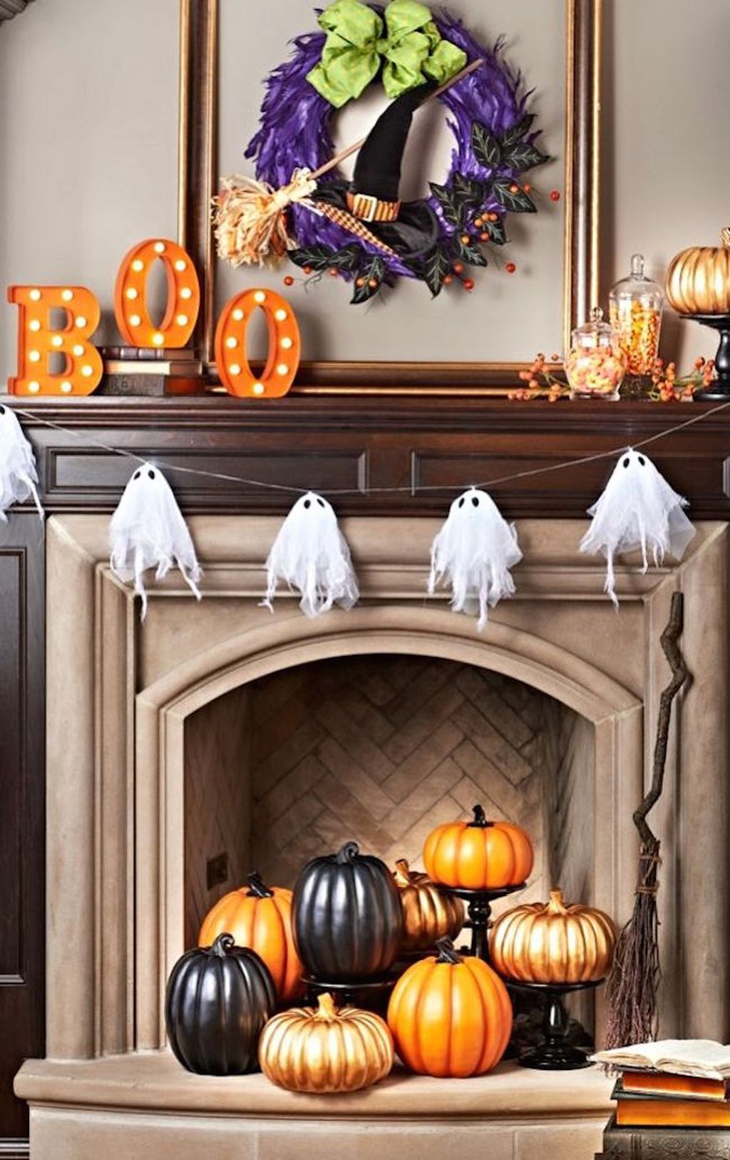Scary But Classy Halloween Fireplace Decoration Ideas 28