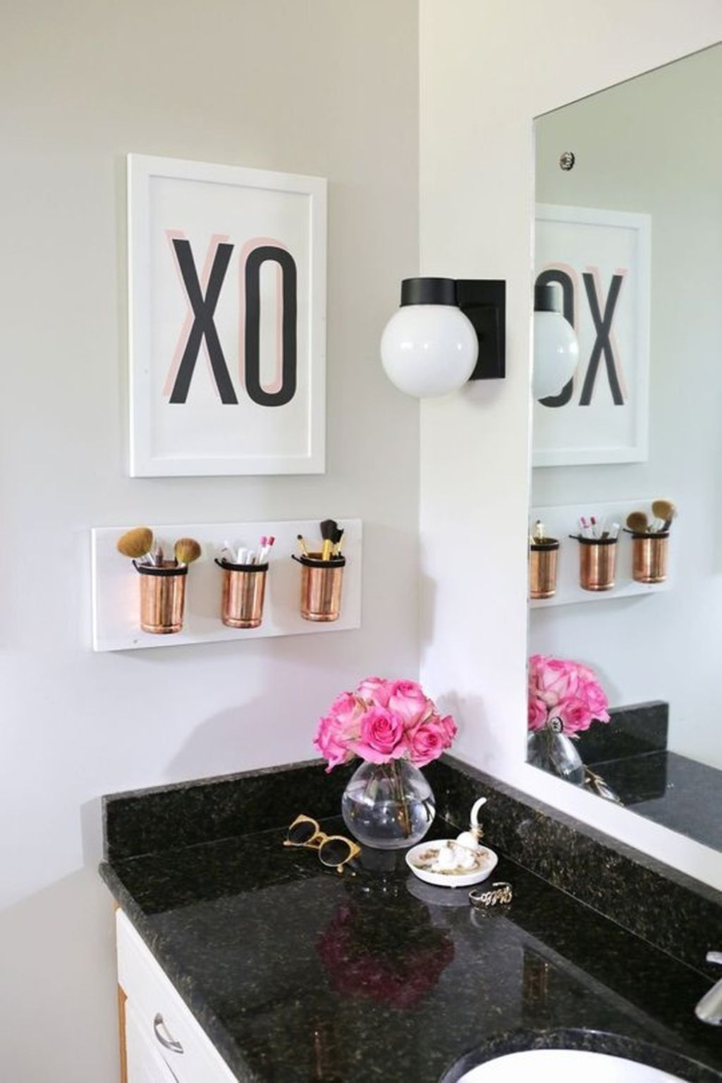 Simple And Clean Apartment Bathroom Decoration Ideas Suitable For You Who Living With Roomates 10