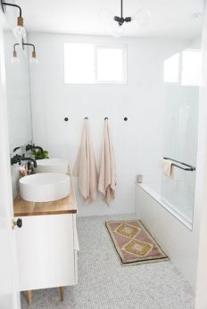 Simple And Clean Apartment Bathroom Decoration Ideas Suitable For You Who Living With Roomates 32