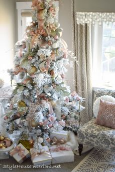 Stunning White Vintage Christmas Decoration Ideas 05
