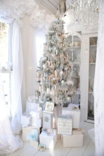 Stunning White Vintage Christmas Decoration Ideas 18