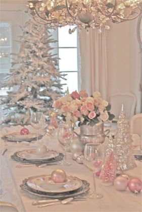 Stunning White Vintage Christmas Decoration Ideas 26