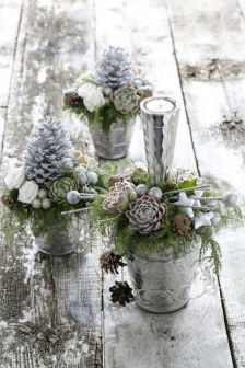 Stunning White Vintage Christmas Decoration Ideas 49