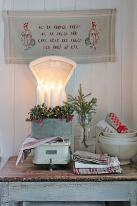Stunning White Vintage Christmas Decoration Ideas 79