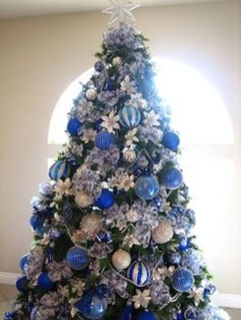 Amazing Silver And Blue Christmas Decoration Ideas For Christmas And New Year34