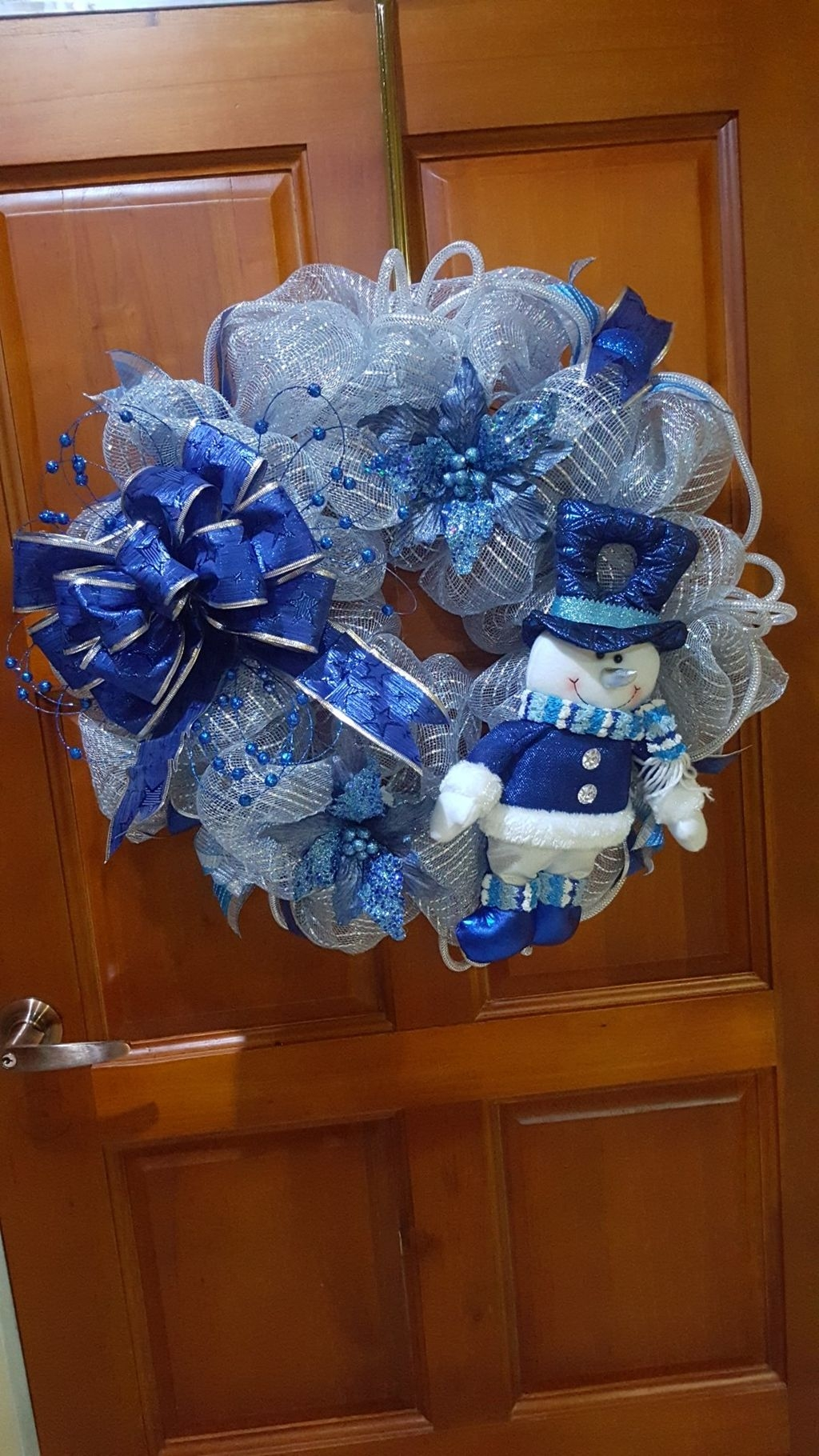 Amazing Silver And Blue Christmas Decoration Ideas For Christmas And New Year36