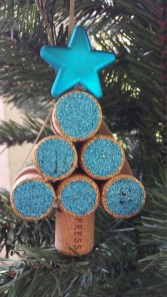 Brilliant And Inspiring Recycled Christmas Tree Decoration Ideas 01