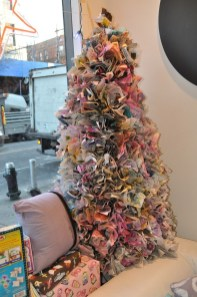 Brilliant And Inspiring Recycled Christmas Tree Decoration Ideas 02