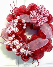 Colorful Christmas Wreaths Decoration Ideas For Your Front Door 09