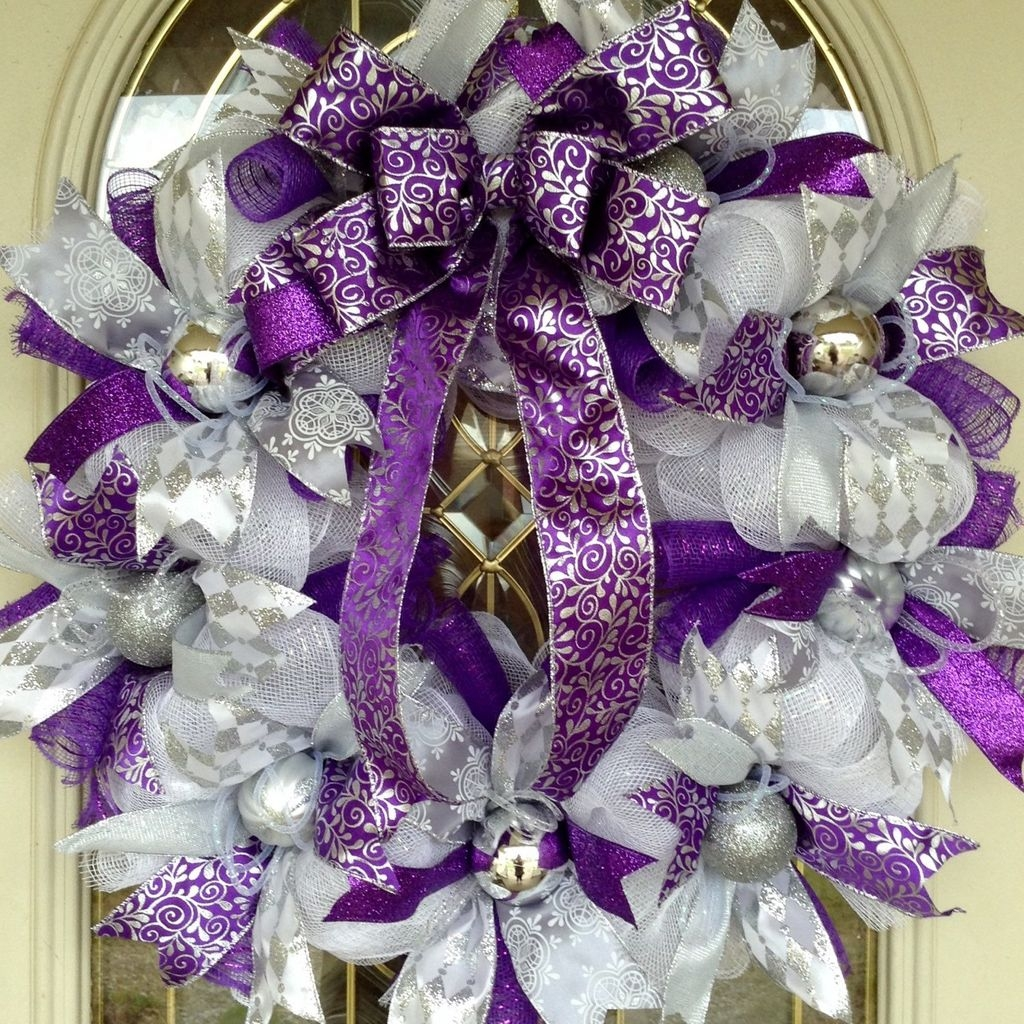 Colorful Christmas Wreaths Decoration Ideas For Your Front Door 25