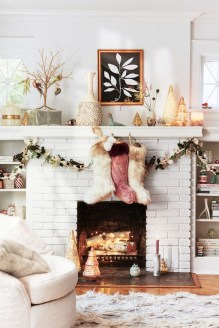 Cozy Fireplace Christmas Decoration Ideas To Makes Your Room Keep Warm09